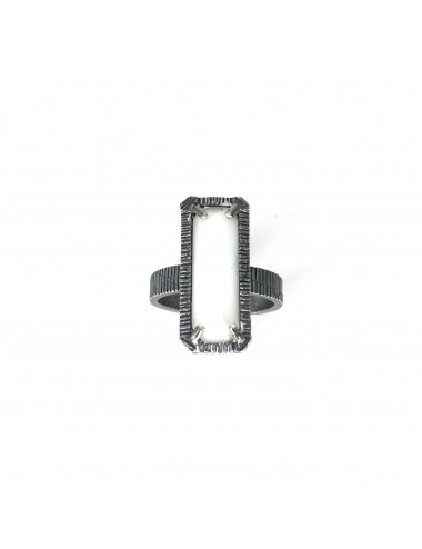 skyline medium ring in dark sterling silver with white cristal ceramic