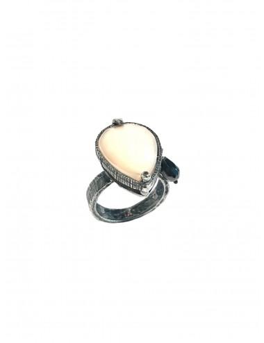 Sortija Plata Oxidada Gota Con Cristal Cerámico Beige Y Circonita Ceramic
